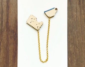 Biscuit with Coffee or Tea Collar Brooch