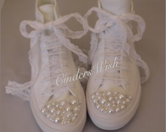 726b61f598c0 All white Pearl name and Pearl detail New edition Chuck 2 Converse   Pearl  Converse  Pearl wedding Converse   Pearl laces