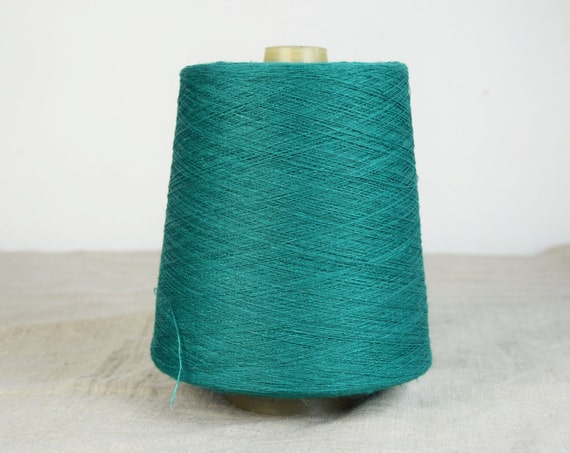 100% linen threads. Bright and saturated green color. 1-ply, 2-ply, 3-ply and 4-ply. One-color or melange threads available.