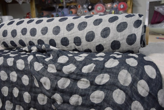 100% pure linen fabric Bulla Charcoal 140gsm (4.13oz/yd2). Two-sided, double-faced undyed flax with very dark gray (almost black) bubbles.