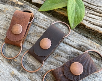 The Andrew leather double keychain.