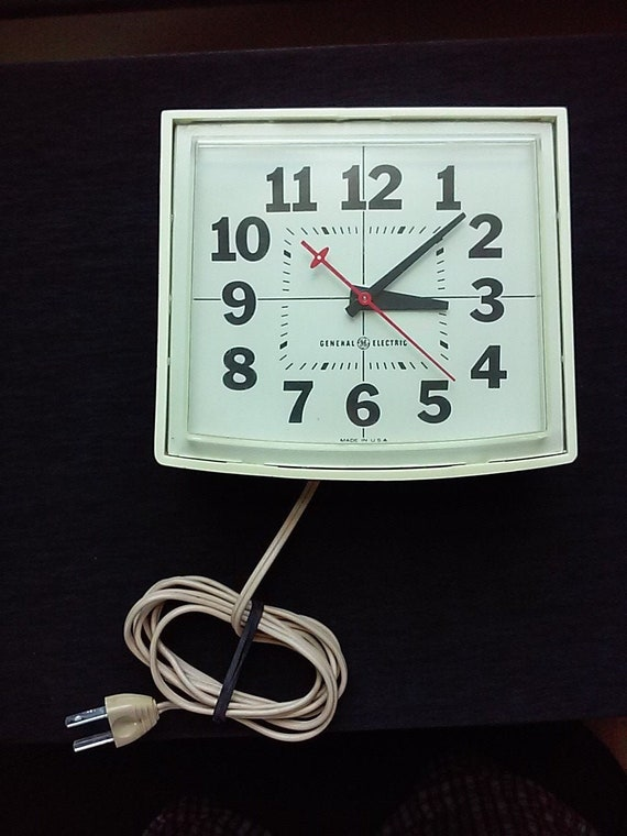 Vintage General Electric Kitchen Wall Clock