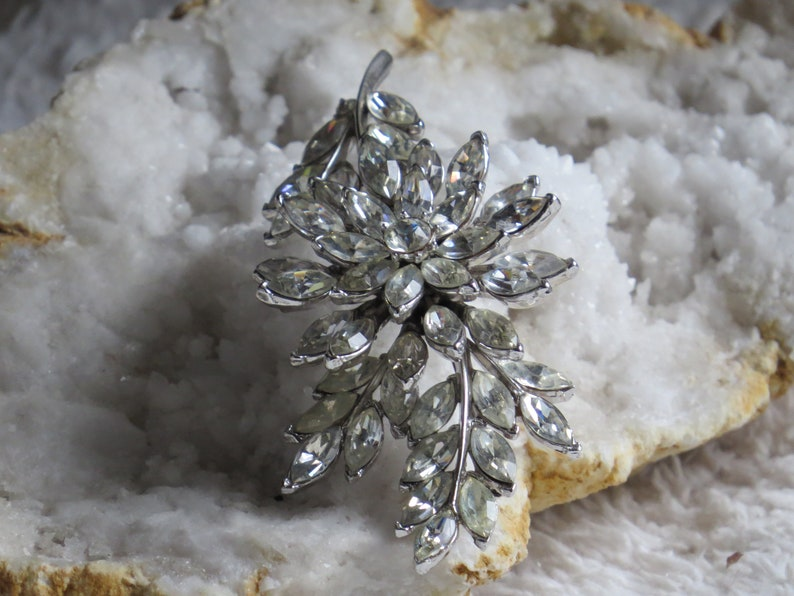 TRIFARI RHINESTONE BROOCH Vintage Brooch Vintage Rhinestones Vintage Wedding Trifari Jewelry Clear Rhinestones Wedding Jewelry Bling