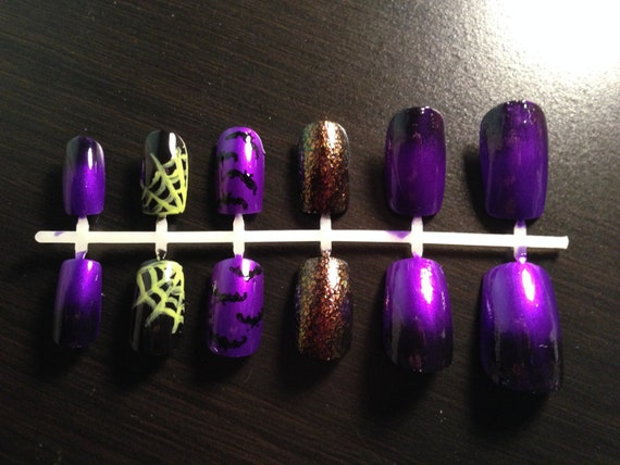 Items similar to Purple Bat Halloween Press On Nail Set on ...