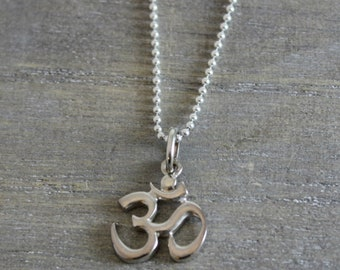 Om Ohm Aum Necklace -  Yogi Necklace- Silver Necklace - Yogi Jewellery - Gifts for Her - Graduation Gift Yoga Pendant Necklace