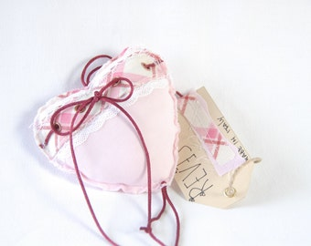 Pink Shabby Chic Hanging heart / Pink Wall hanging living room / Bedroom home decor / Fabric hanging heart / Color doorhanger