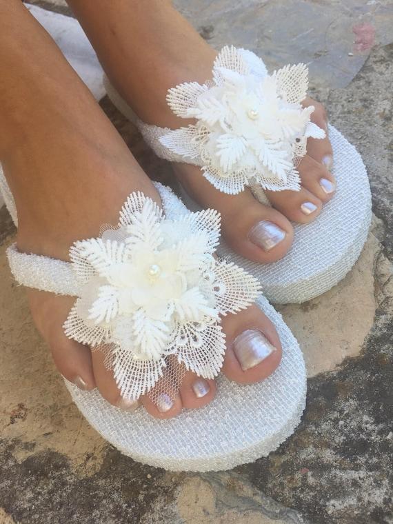 nuovo aspetto nuovi prodotti per boutique outlet Pantofole di francese pizzo infradito fiori... Da sposa avorio infradito.  matrimonio flip flop pantofole... Pantofole di Damigelle Sposa... Pantofole  ...
