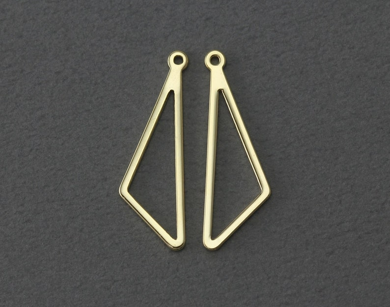 Jewelry Craft Supply Triangle Metal Pendant EC070-PG Polished Gold Plated over Steel   4 Pcs