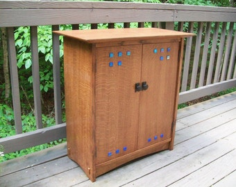 Arts and Crafts style Side Cabinet in Quarter-sawn Oak