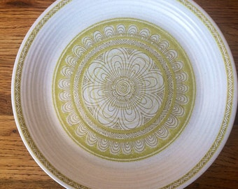 """Franciscan Earthenware Yellow Green 10.5"""" Plate"""