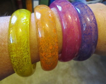 Set of 4 Vintage Colorful Lucite Bangle Bracelet