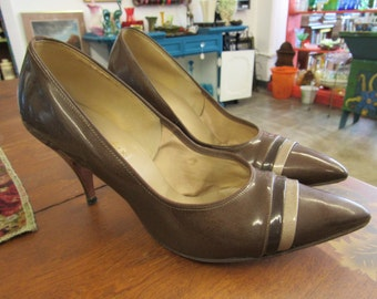 Brown Striped Patent Leather Women's Shoes Kitten Heels Size 7-7.5