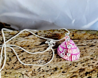 pink hand painted shell wire work and silver  necklace
