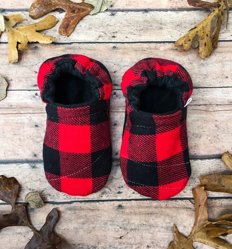6668829d25519 Buffalo Plaid Moccasins - Red & Black Flannel Baby Shoes - Toddler Plaid  Soft Sole Crib Shoes - Lumberjack Baby - Gender Neutral Shower