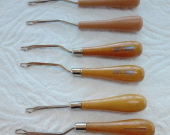 Mary Maxim Made in England Wood Handles and NO BRAND Plastic Handle Rug Latch Hooks  MIXED Lot of 6