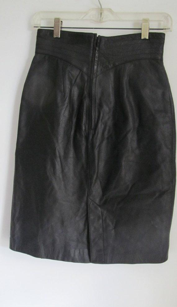 80s High Waist Skirt Fitting Black Leather Skirt … - image 3
