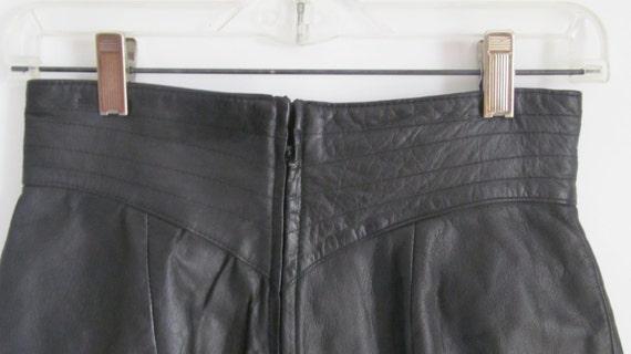 80s High Waist Skirt Fitting Black Leather Skirt … - image 4