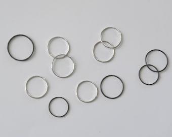 LUNA solide bague en argent sterling en fer forgé minimaliste côté sombre/clair de la lune