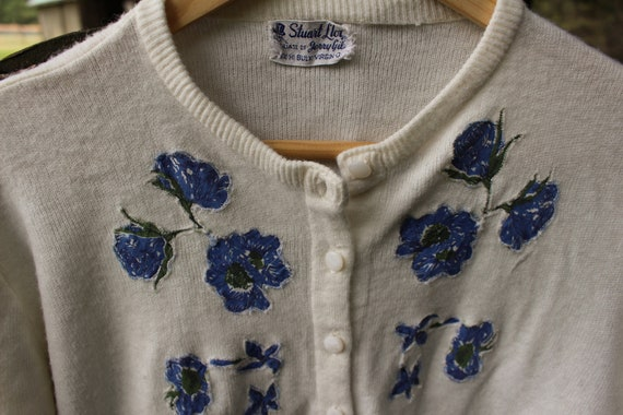 1950's Embroidered Flower Sweater Antique - image 5