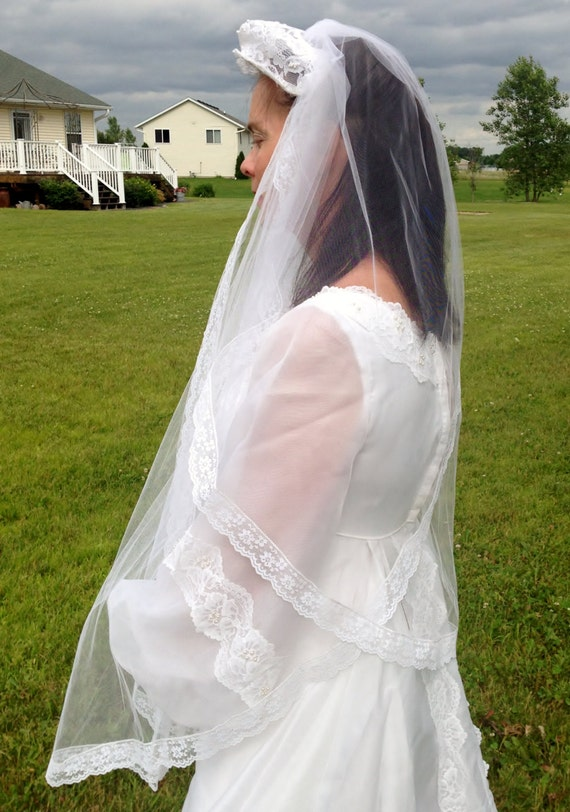 1950's White Tulle & Lace Wedding Veil with Faux … - image 1