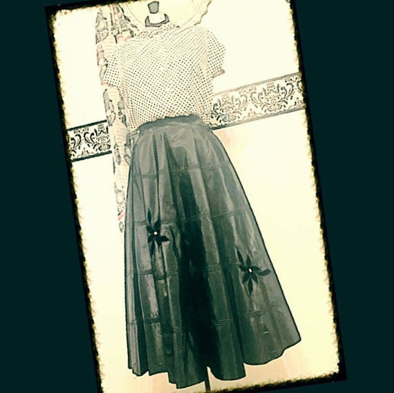 1950's Black Taffeta and Velvet Swing Skirt, Size