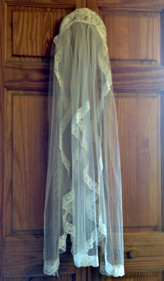1950's White Tulle & Lace Wedding Veil with Faux … - image 4