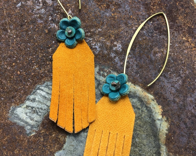 Sweet leather flower power earrings by Weathered Soul jewelry, artisan leather wit leather turquoise flowers, bronze ear wires,USA crafted