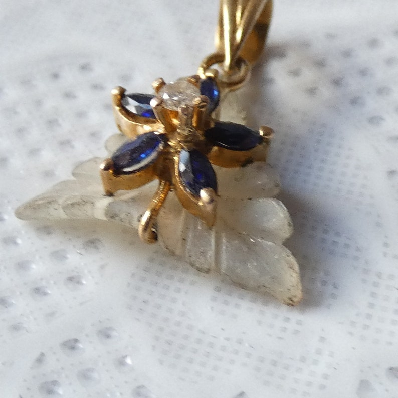 Beautiful 18ct Yellow Gold Sapphire Diamond Mother of Pearl Flower Necklace Pendant