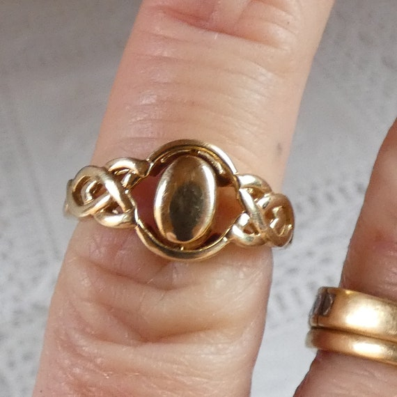 9ct Yellow Gold Spinning Amethyst Signet Ring