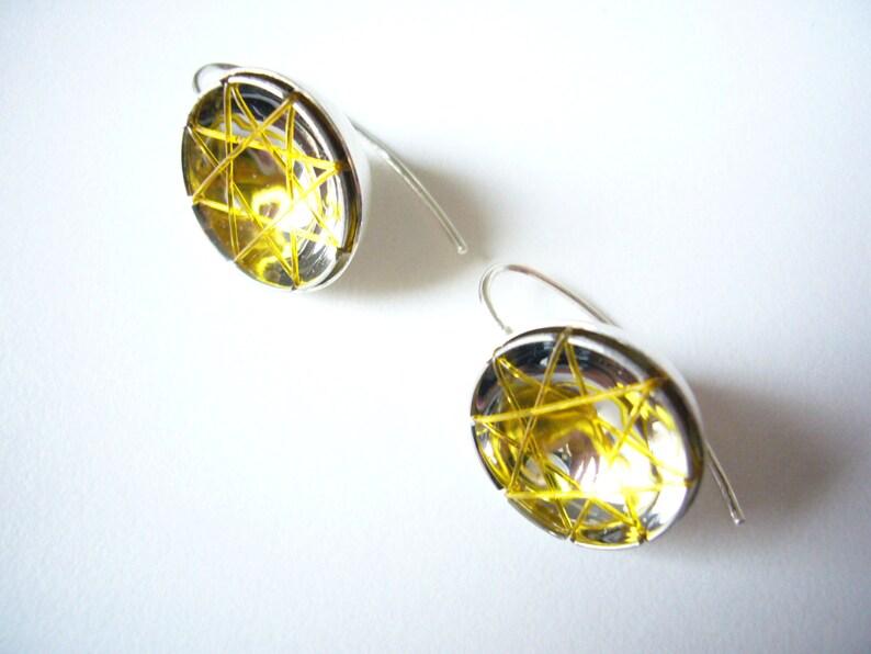 yellow earpendant_suspAct image 0