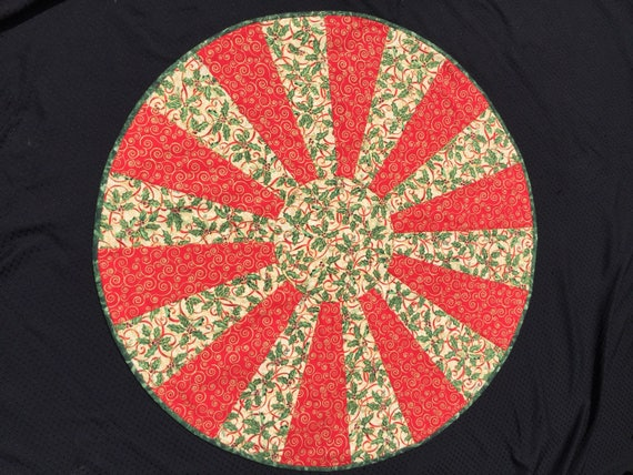 Christmas Round Table Topper   Quilted   Holly Berry   Red And Gold Swirl  Topper   Holiday Table Topper   Christmas Tree Skirt   Reversible