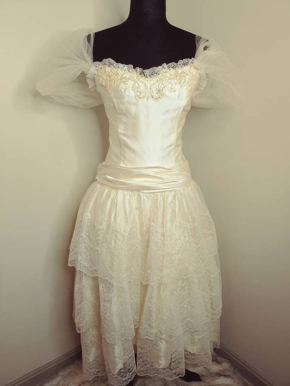 Vintage 1980s wedding /prom gown lace sequins