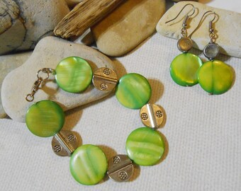 Mother of pearl bracelet Green mother of pearl earrings and bracelet set MOP Casual green bracelet Green earrings Casual Art Deco Minimalist
