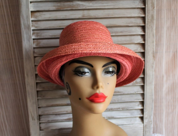 4cccb92b06e Vintage pink straw garden vacation sunshine ladies hat.