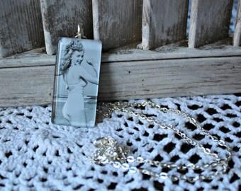 Marilyn Monroe. necklace. Handmade. Glass pendant. Silver chain. Beach. Cute photo.