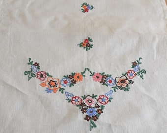 Vintage 1940s Hand Embroidered Linen Tray Cloth Vintage Repurpose Sewing Supplies