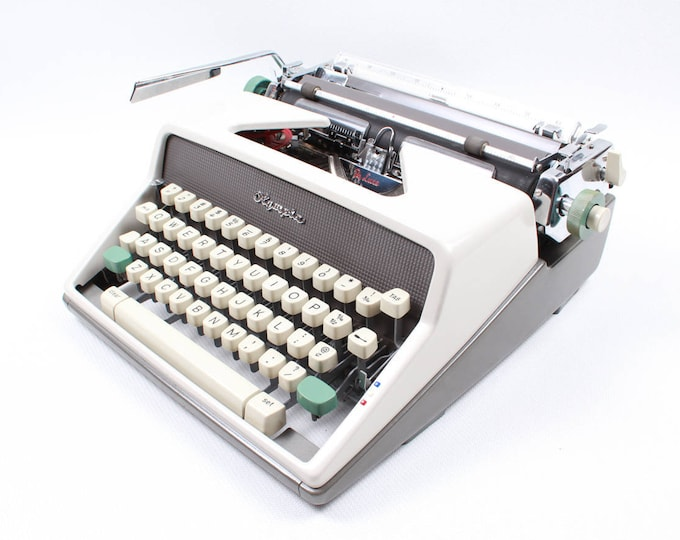 OLYMPIA MONICA SM7 perfectly working vintage typewriter - Professionally Serviced