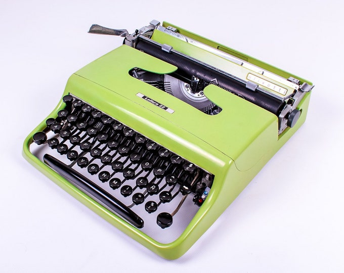 Typewriter.Company Working typewriter - Leonard Cohen's favorite pistachio green Olivetti Pluma aka Lettera 22 - Vintage Typewriter - qwerty