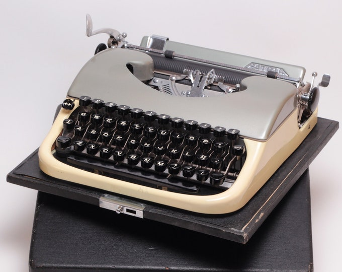 RARE PATRIA - METALIC Silver - perfect condition working vintage typewriter - Professionally Serviced