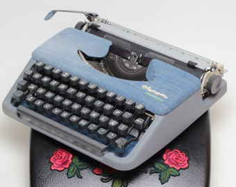 TYPEWRITER OLYMPIA Splendid 33 jeans mint condition perfectly working vintage typewriter - Professionally Serviced