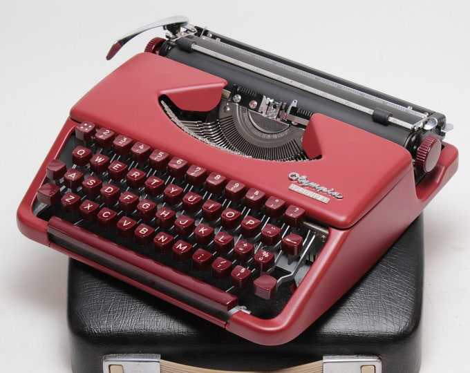 OLYMPIA Splendid 33 Portable and Manual Typewriter - Custom Made Burgundy Colour - Qwerty Layout - Refurbished