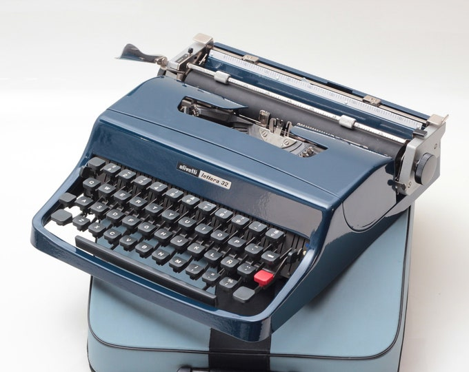 EXCLUSIVE OLIVETTI LETTERA 32 navy blue mint condition perfectly working typewriter- Professionally Serviced