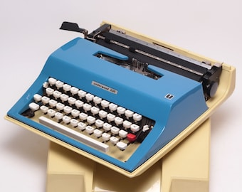 Typewriter.Company Working typewriter - Underwood 330 -  Vintage Portable Typewriter - blue qwerty typewriter