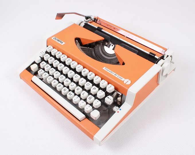 OLYMPIA TRAVELLER de LUXE - perfectly working vintage typewriter - Professionally Serviced