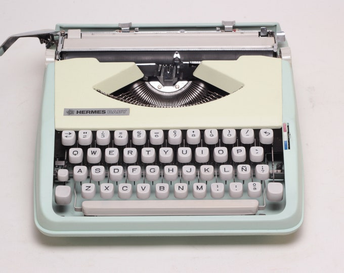 TECHNO HERMES Baby - mint working perfectly portable typewriter - manual typewriter- qwerty- Fully Serviced
