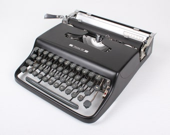 CUSTOM-MADE Black Olivetti Lettera 22/Pluma 22 Manual and portable working typewriter with qwerty leyout - Refurbished