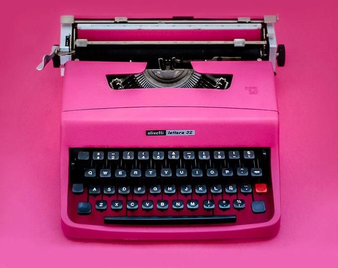 Typewriter.Company -Best Quality Pink Olivetti Lettera 32 - portable manual typewriter - working vintage typewriter - pink typewriter