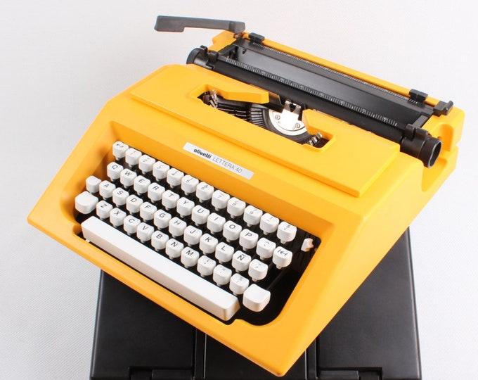 Working typewriter - qwerty OLIVETTI yellow Lettera 40  - working portable - manual - gift - portable typewriter