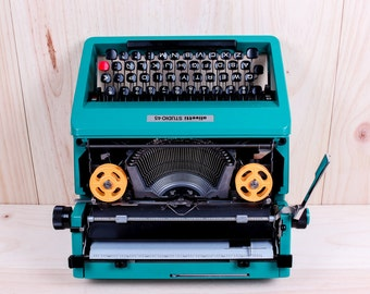 OLIVETTI STUDIO 45 - perfectly working vintage typewriter - Professionally Serviced