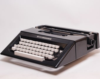 OLIVETTI LETTERA 25 - black perfectly working vintage typewriter - Professionally Serviced